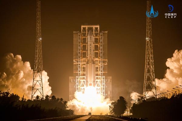 嫦娥五号探测器发射圆满成功 开启我国首次地外天体采样返回之旅